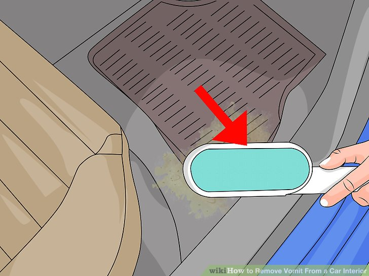 Reinigen Sie die Lösung mit einem Pinsel in den Fleck.