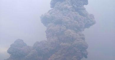 gunung sinabung meletus 06apr18