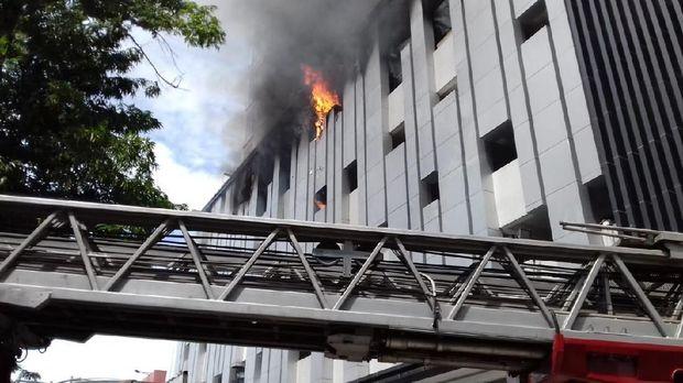 apartemen medan terbakar