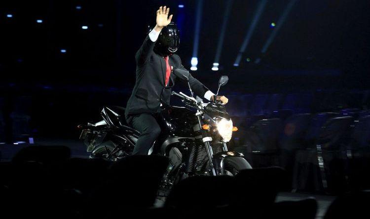 Jokowi Naik Motor