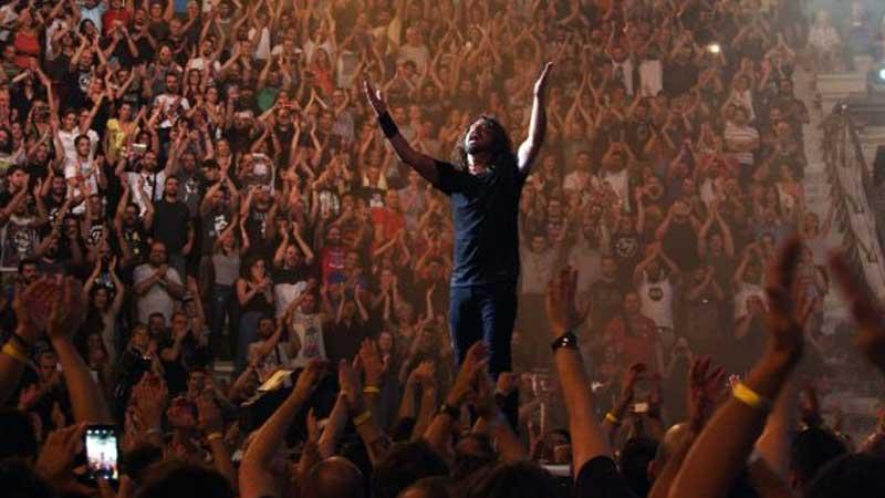 """Foo Fighters toca """"The Pretender"""" na Acrópole de Atenas"""