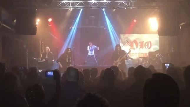 Tour mundial com Ronnie James Dio em holograma