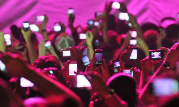 Pesquisa sobre celulares em shows