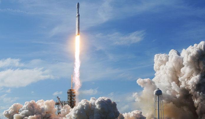 Um Tesla está a caminho de Marte ao som de David Bowie