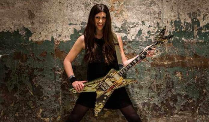 Hillary Clinton elogia vocalista transexual de banda de Thrash Metal no Dia Internacional da Mulher