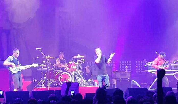 Serj Tankian se junta a Prophets of Rage em homenagem a Chris Cornell
