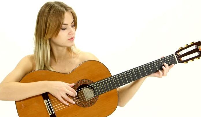 woman-guitar