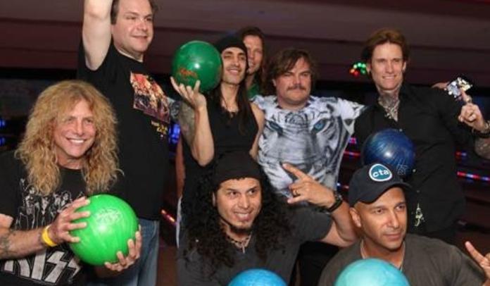 Jack Black, Tom Morello e outros artistas em tributo a Dio
