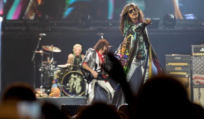 Aerosmith se apresenta em festa beneficente