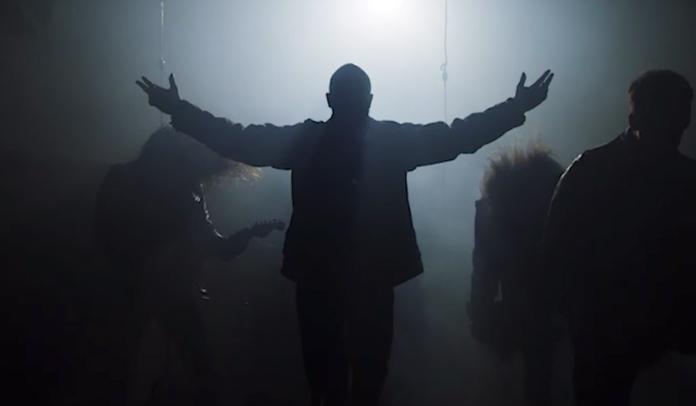 """Demon Hunter lança vídeo de """"On My Side"""""""
