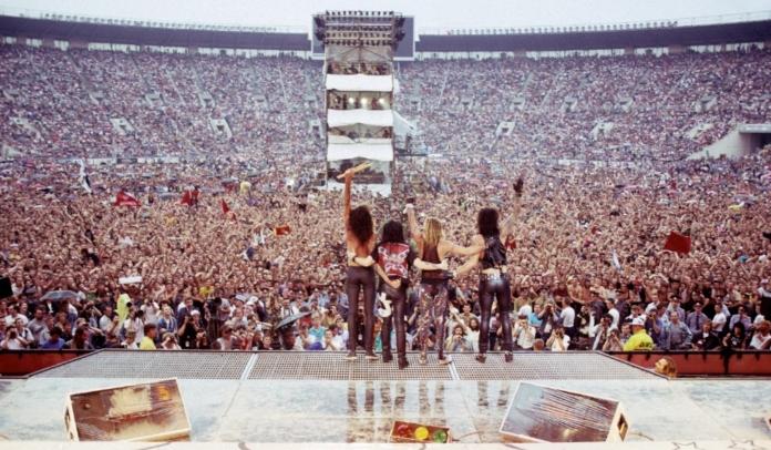 Mötley Crüe lança single do filme The Dirt