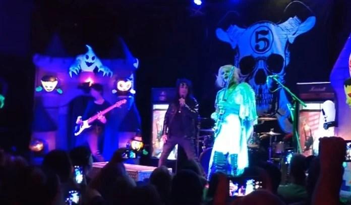 "Alice Cooper canta ""Foxy Lady"", de Jimi Hendrix, ao vivo com John 5"