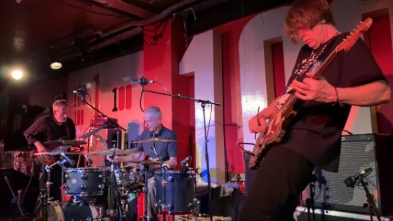 John Paul Jones se apresenta com membro do Sonic Youth