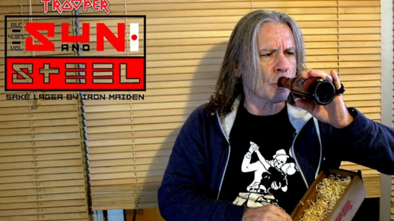 Bruce Dickinson mostra nova cerveja do Iron Maiden com toque de saquê