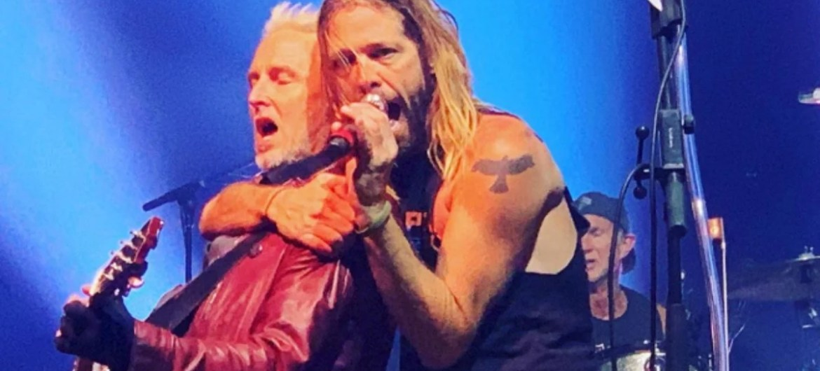 Membros do Pearl Jam, Red Hot, Guns e Foo Fighters se reunem em show