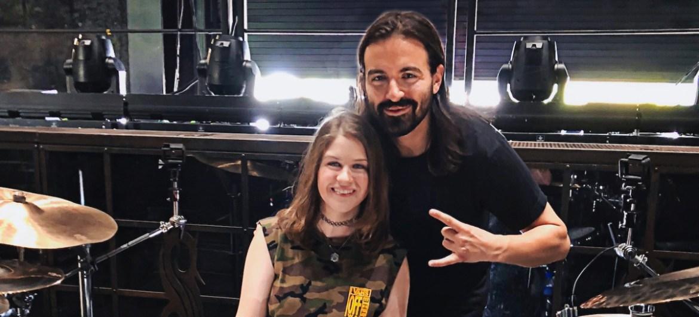 """Jay Weinberg conhece garota de 14 anos que gravou cover de """"Unsainted"""""""