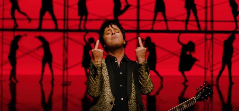 """Green Day lança caótico novo clipe para o single """"Father of All..."""""""