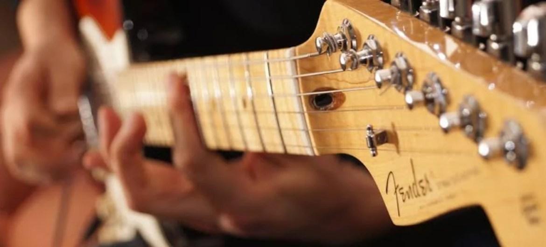Presidente da Fender revela que as pessoas desistem de tocar guitarra em 12 meses
