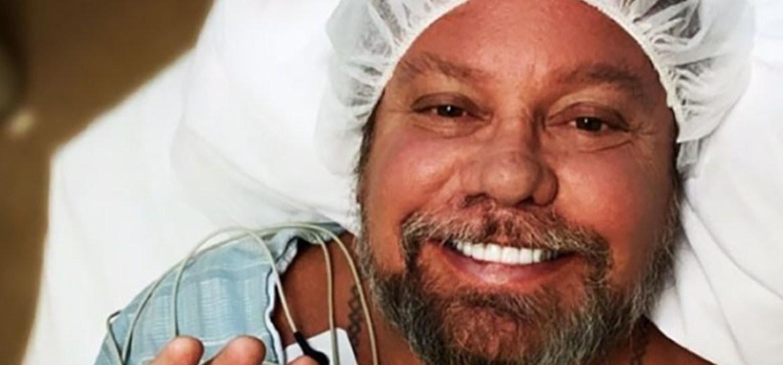 Vince Neil passou por cirurgia na mão