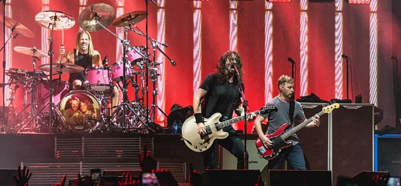 Foo Fighters compartilha vídeo da gravação do novo álbum
