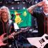 Kirk Hammett e James Hetfield apresentando o hino nacional