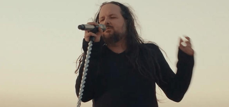 "Jonathan Davis, do Korn, em ""Finally Free"""