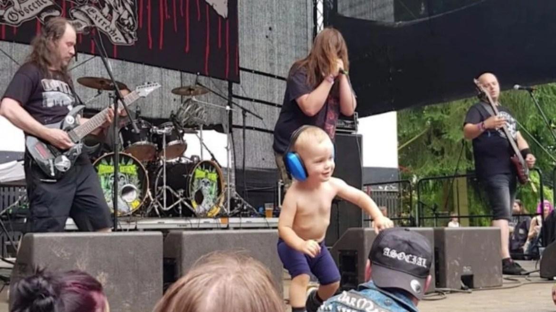 Bebê em show de metal