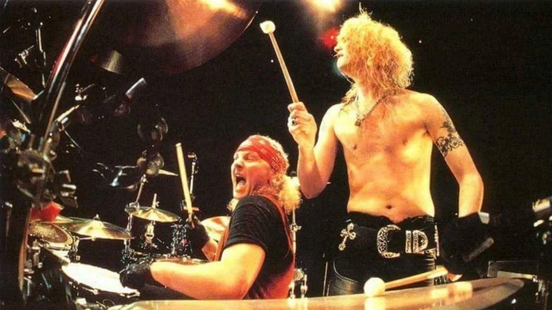 Matt Sorum e Duff McKagan na turnê 'Use Your Illusion', do Guns n' Roses, em 1992