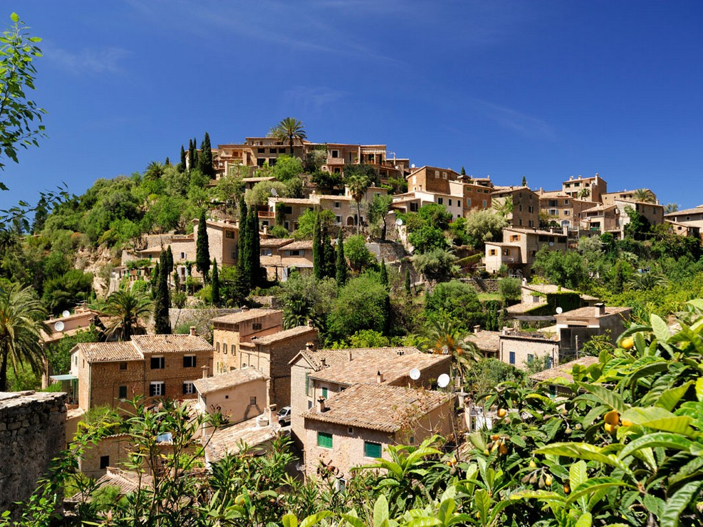 Dorpen op heuvels – Deià (Mallorca)