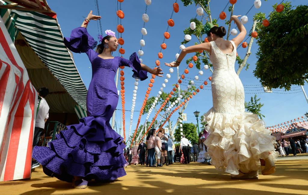 Het Kleurrijke Flamenco Feest Van Spanje Tijdens De Feria De Abril In Sevilla