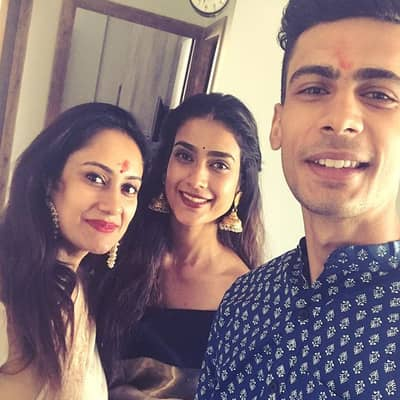 Aakanksha-Singh-Brother and Sister