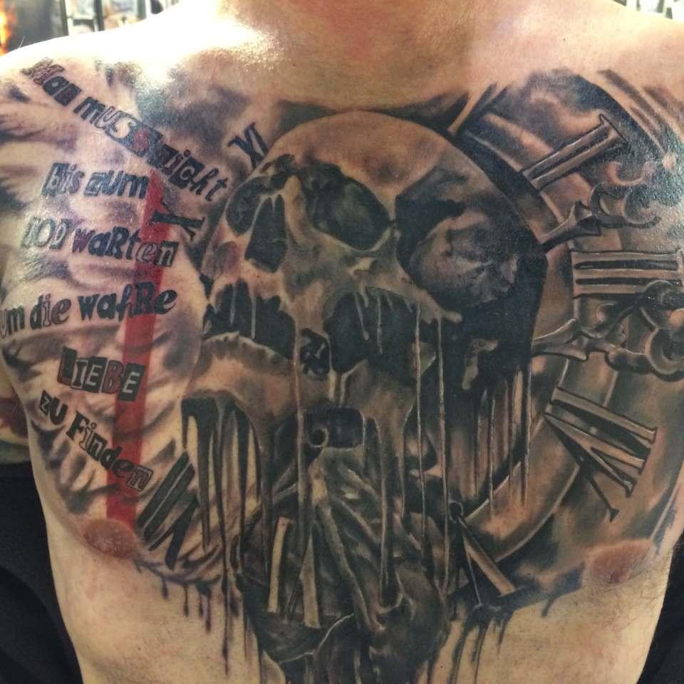 Wild Spirit Tattoo Hameln – Brust Totenkopf
