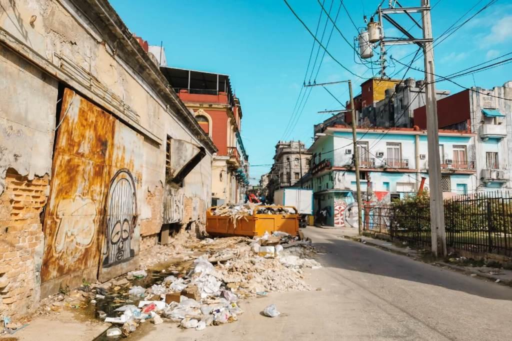 Kuba Havana verdreckte Straßen