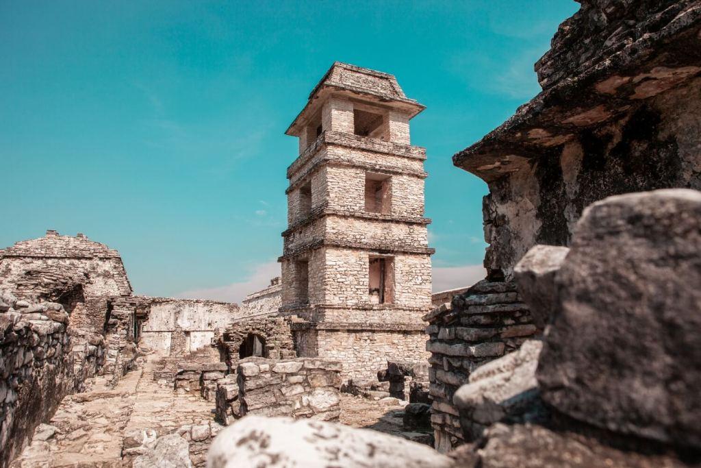 Turm in Palenque in Mexiko