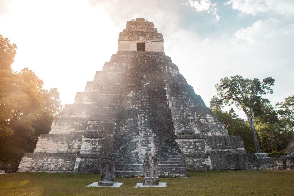 Tikal in Guatemala Pyramide 1