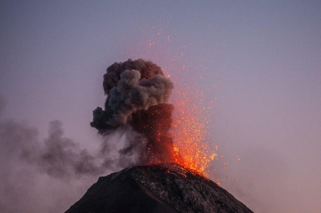 Vulkan Acatenango Eruption Sonnenuntergang