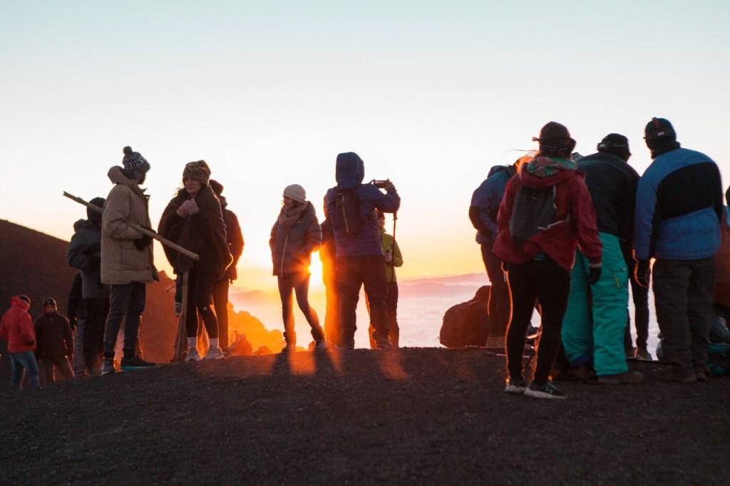 Sonnenaufgangsflair auf dem Vulkan Acatenango in Guatemala