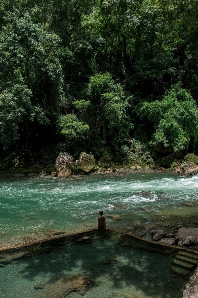Pool am Fluss