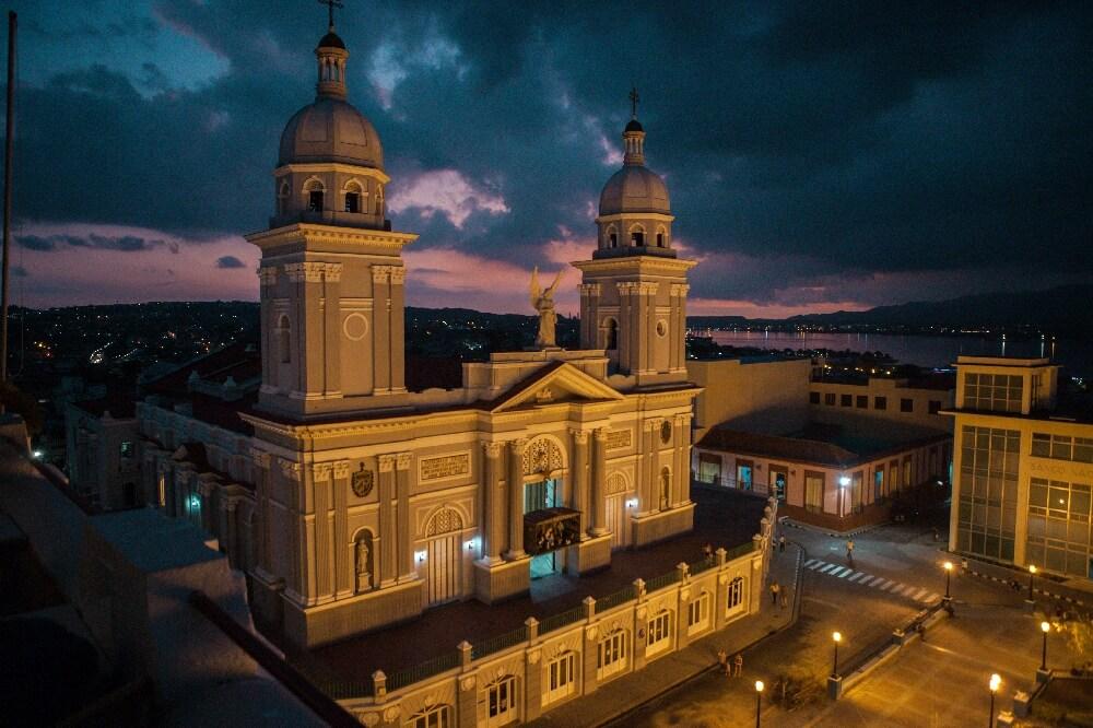 Kathedrale Santiago de Cuba bei Nacht