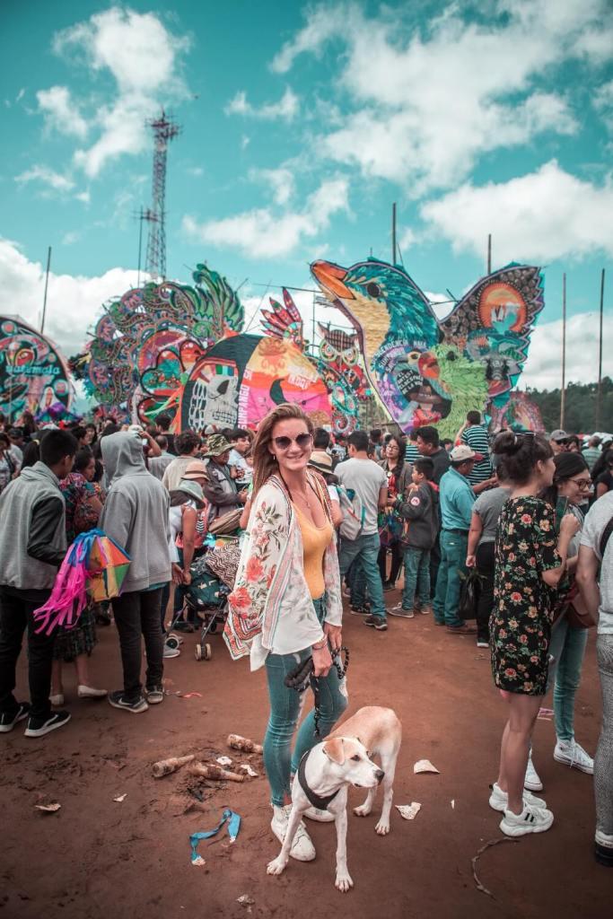 Drachenfest in Guatemala Titelbild mit Hund