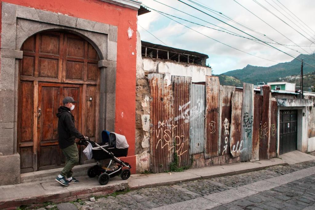 Mit Kinderwagen in Xela