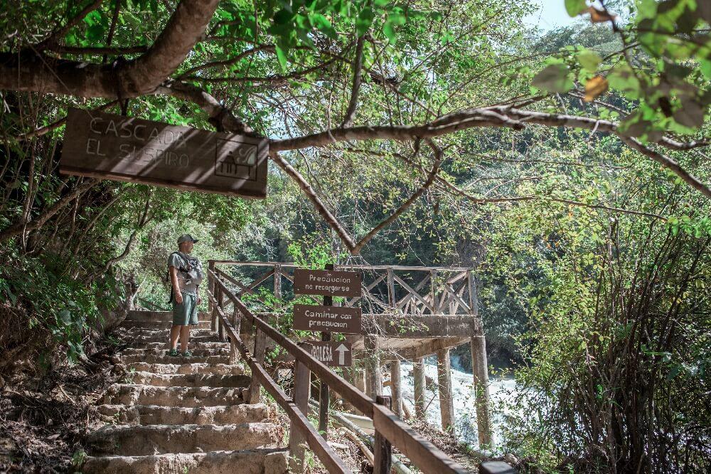 Wanderweg entlang der Wasserfälle