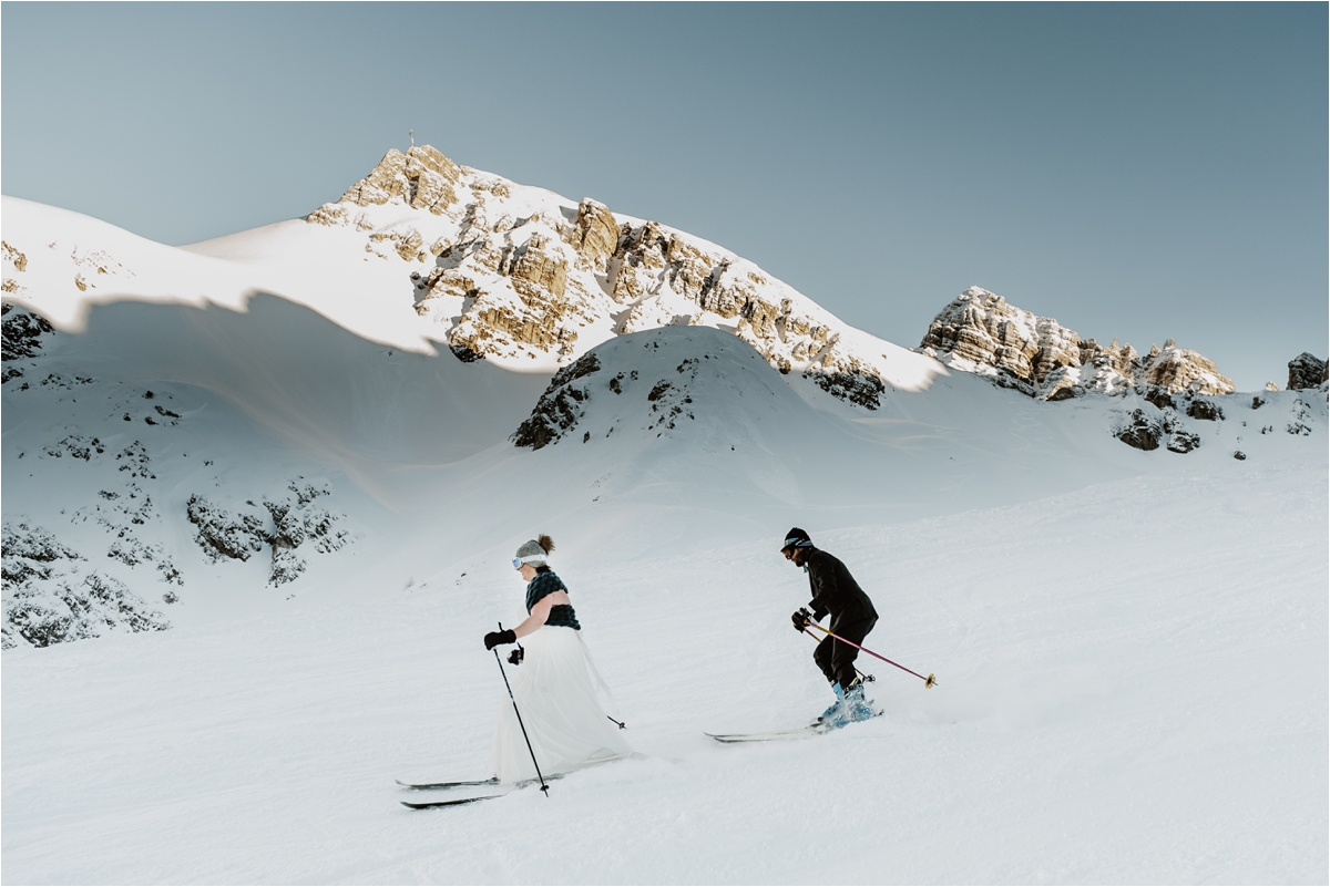 A skiing wedding couple shoot in Axamer Lizum by Wild Connections Photography