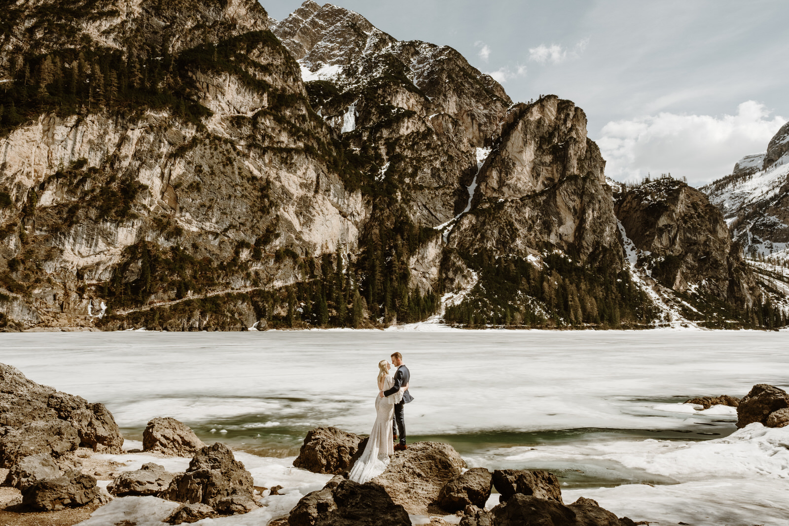 An enchanting frozen lake elopement in the Dolomites at Lago di Braies by Wild Connections Photography