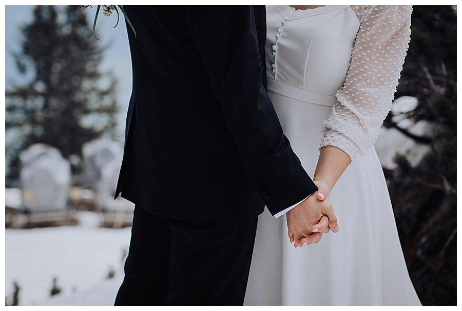 Susana & Tiago holding hands