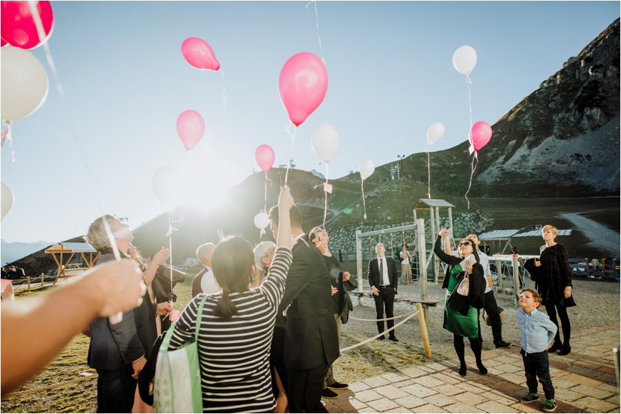 The guests release balloons on the Seegrube in Innsbruck by Wild Connections Photography