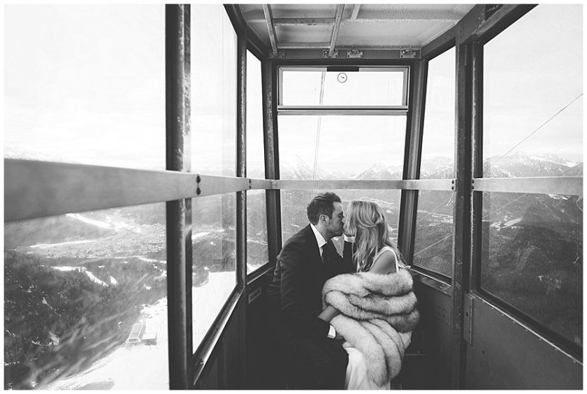 Steph and Lee share a kiss in the small cable car