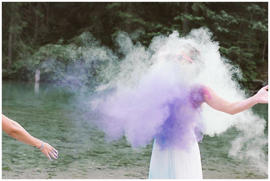 Trash The Dress Photo Shoot Austria - Bride getting covered with purple powder paint by Wild Connections Photography