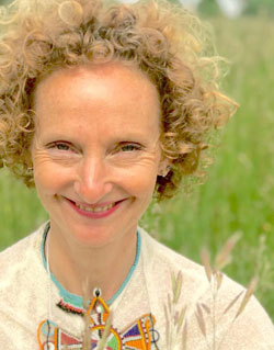 Iona Gibbons meditation buddy 1:1 sessions for energy balancing