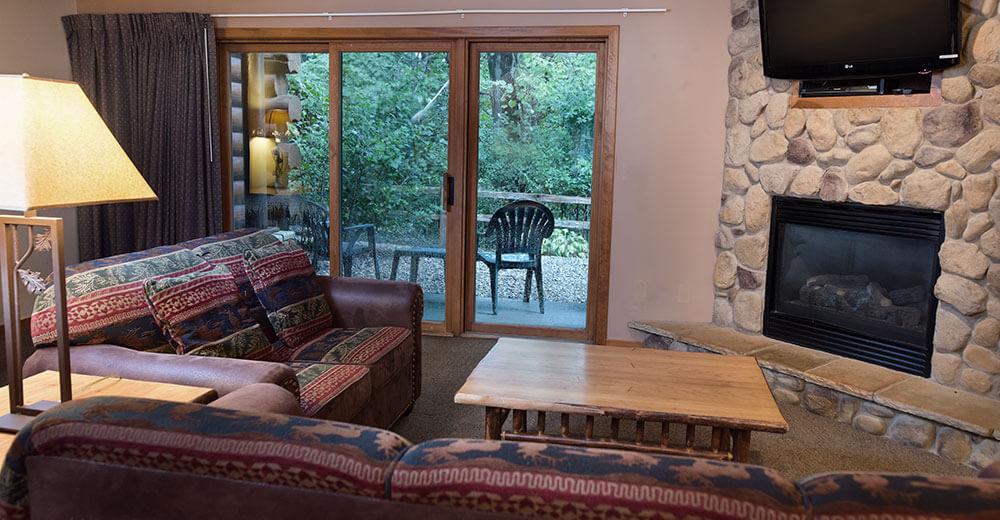 kitchen breakfast bar stools prefab commercial 2 bedroom vacation villa   wilderness resort wisconsin dells